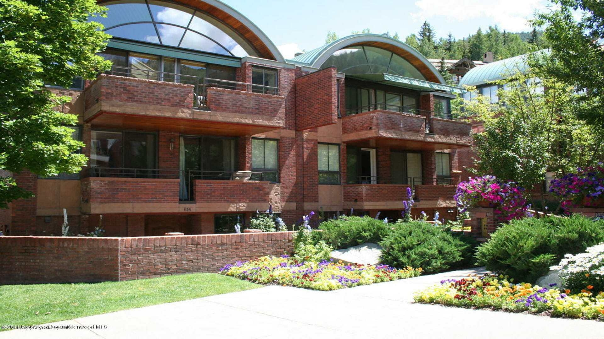 Galena Place Townhome Next to Aspen Gondola Sells at $12.5M/$3,299 Sq Ft Furnished Image