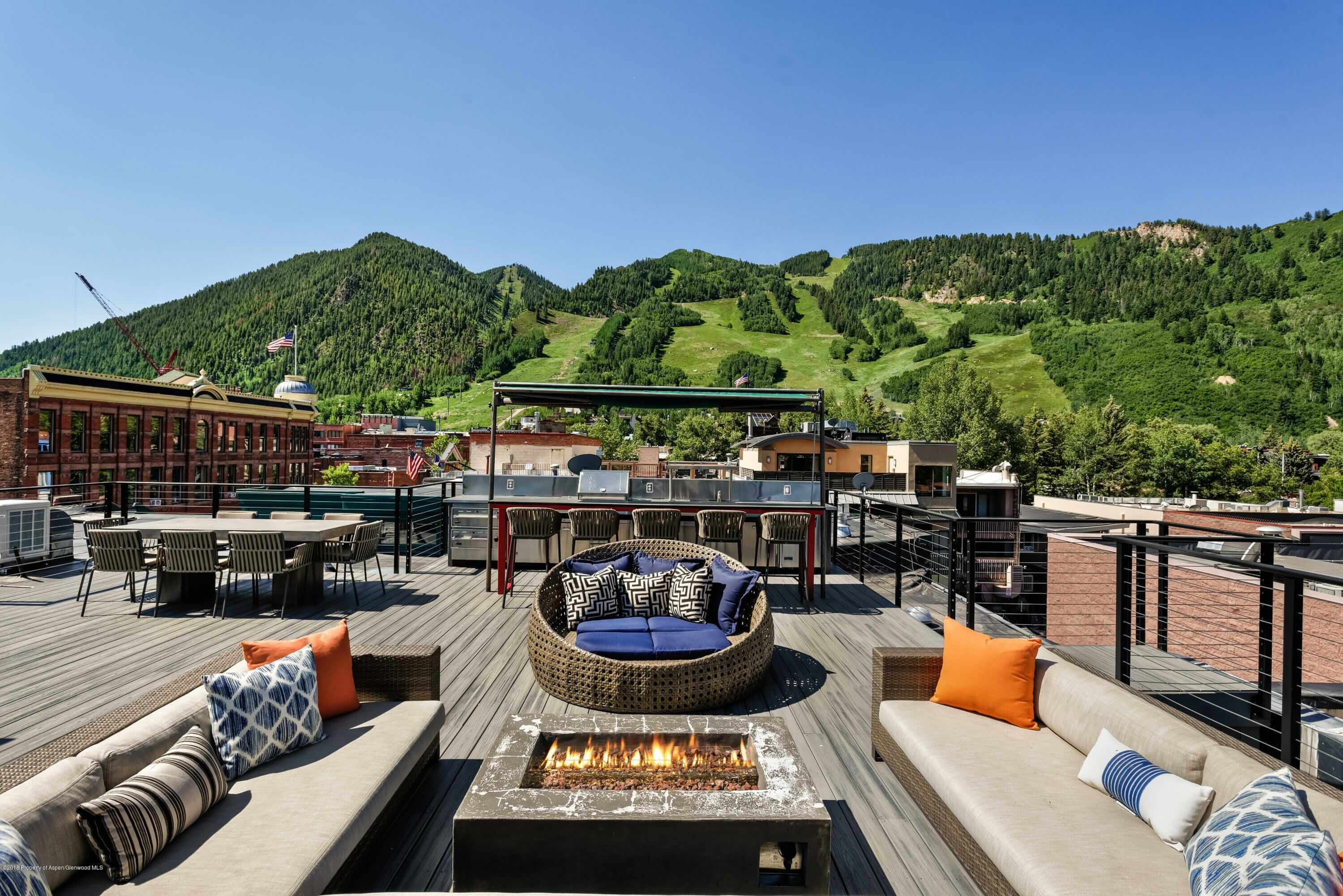Aspen's Brand Building 1 Bdrm Loft Sells at Record $3.9M/$5,454 sq ft Furnished Image