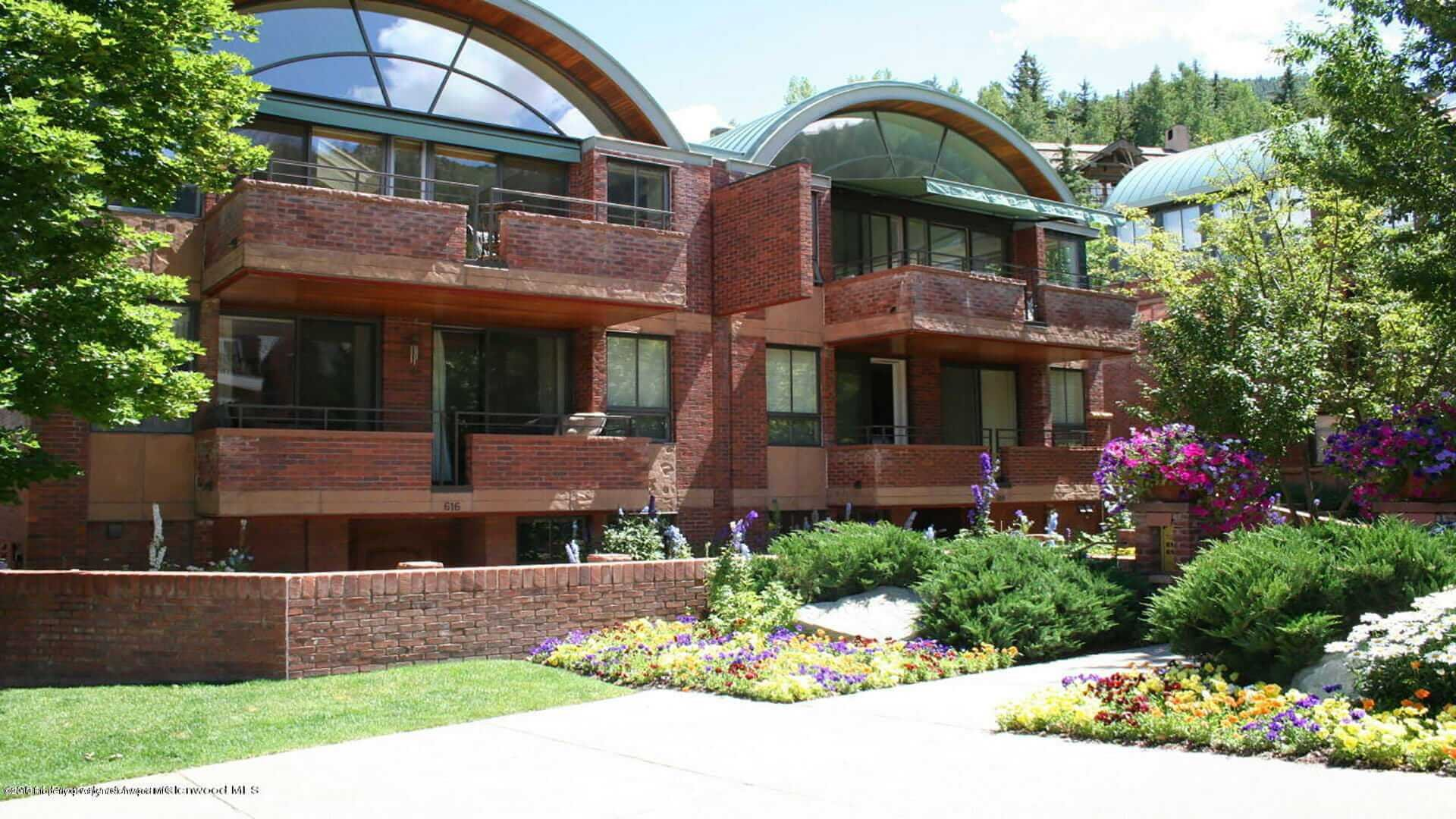 Galena Place Townhome Next to Aspen Mountain Gondola Sells at $12.5M/$3,299 Sq Ft Furnished Image