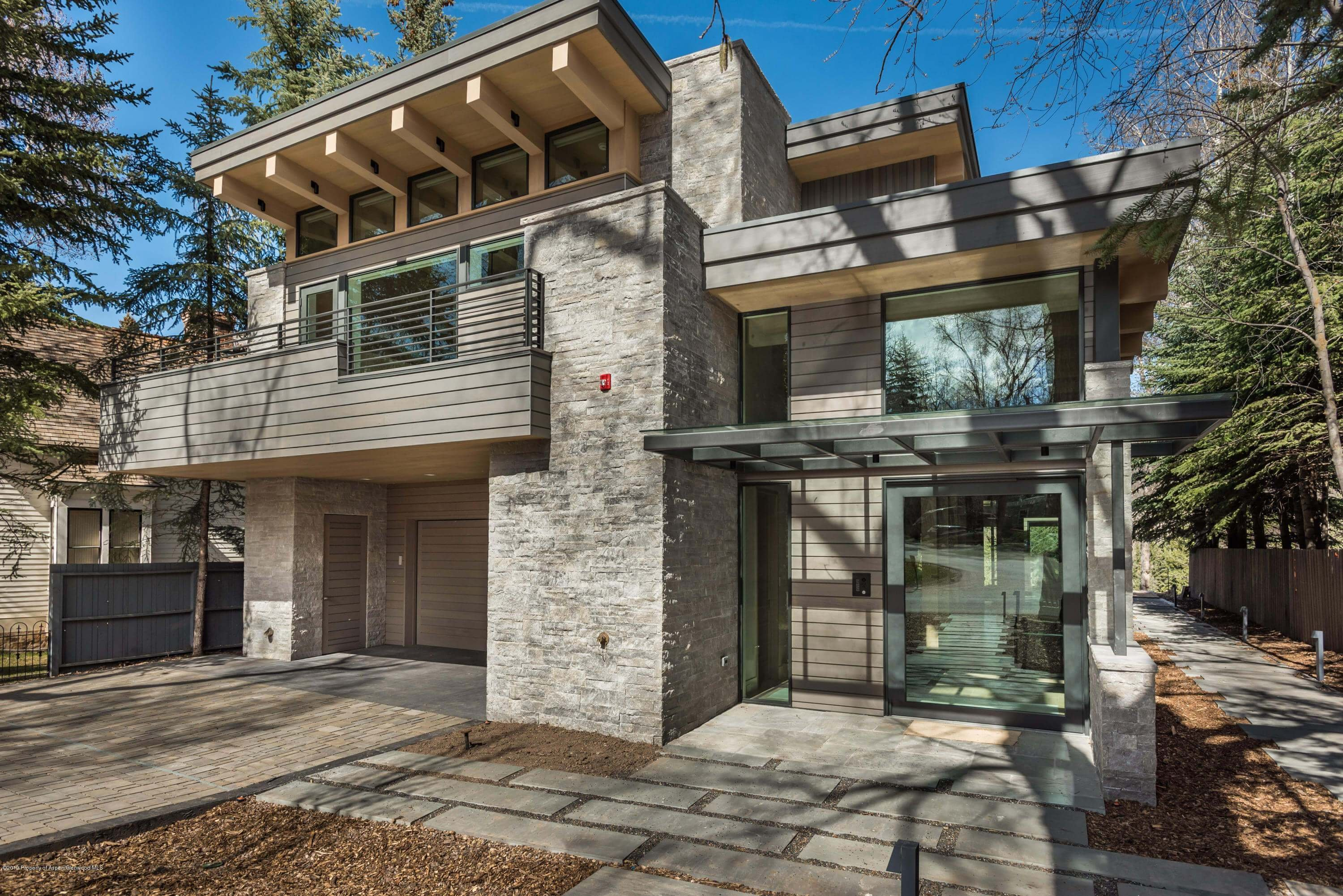 300 Lake Ave, Aspen, CO – Developer Flip: Pd $9.16M Lot Value; Re-listed for Sale at $23.9M/$4,282 Sq Ft Thumbnail