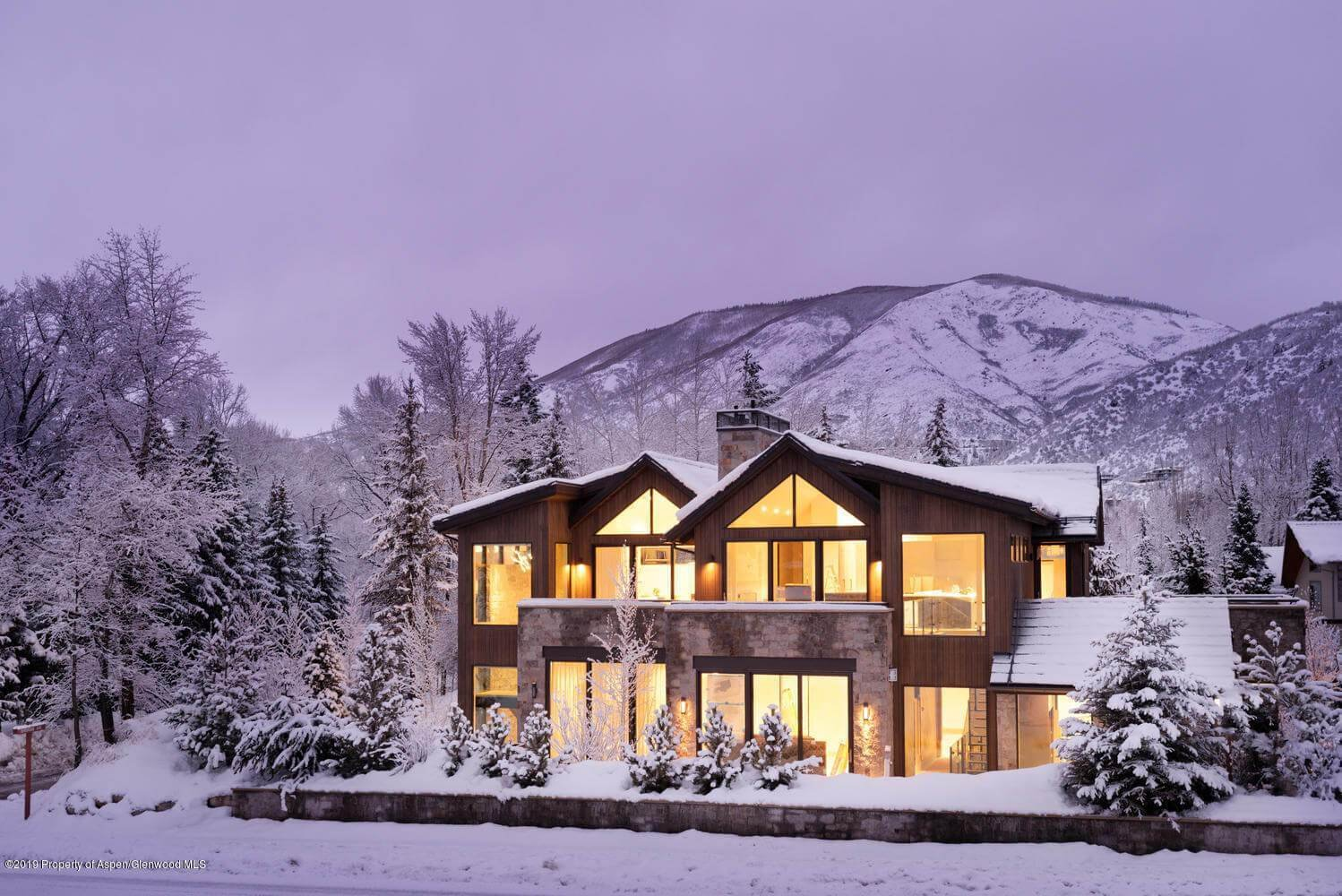 New Built Aspen Townhome at 332 N Riverside Ave Closes at $6.4M/$2,129 SF Furnished Image