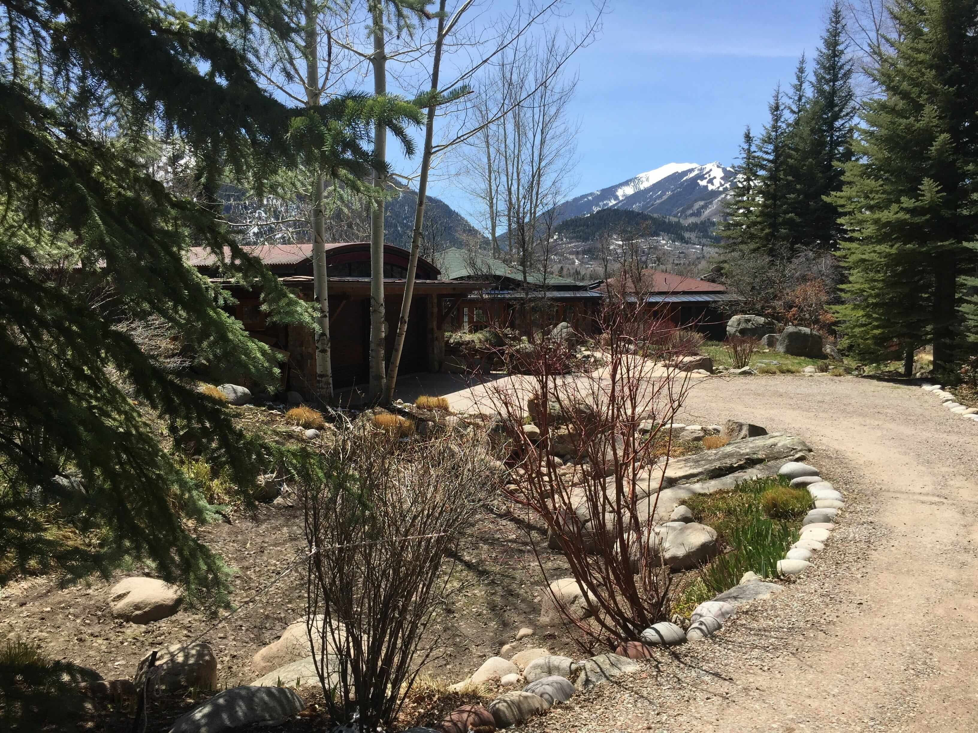 Record 1 Acre Lot Sale – 848 Willoughby Way with 1990 Home Closes at $12.1M Image