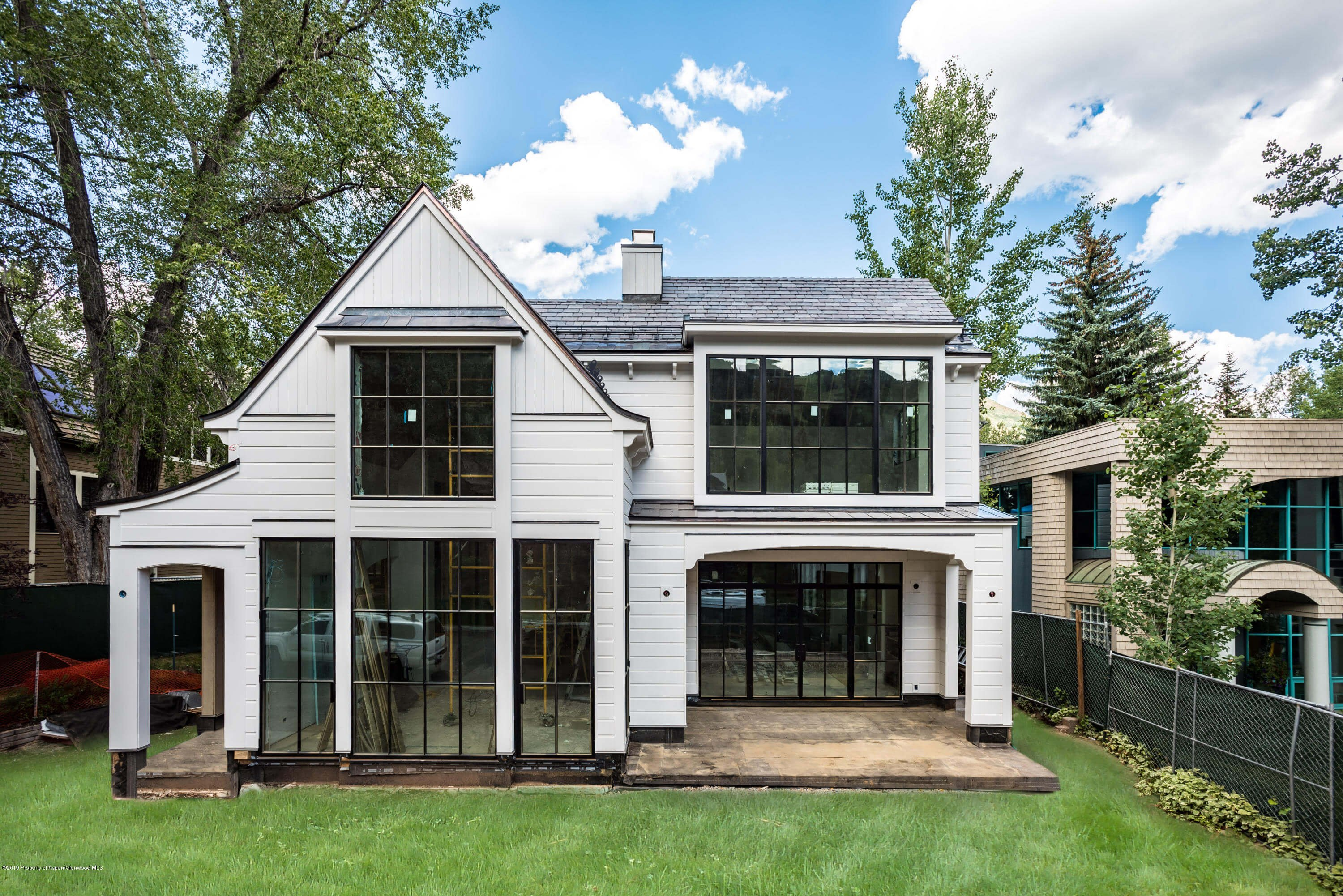 2019 Built West End Home at 320 W Bleeker St Closes at $16.875MM/$2,848 SF Unfurnished Image