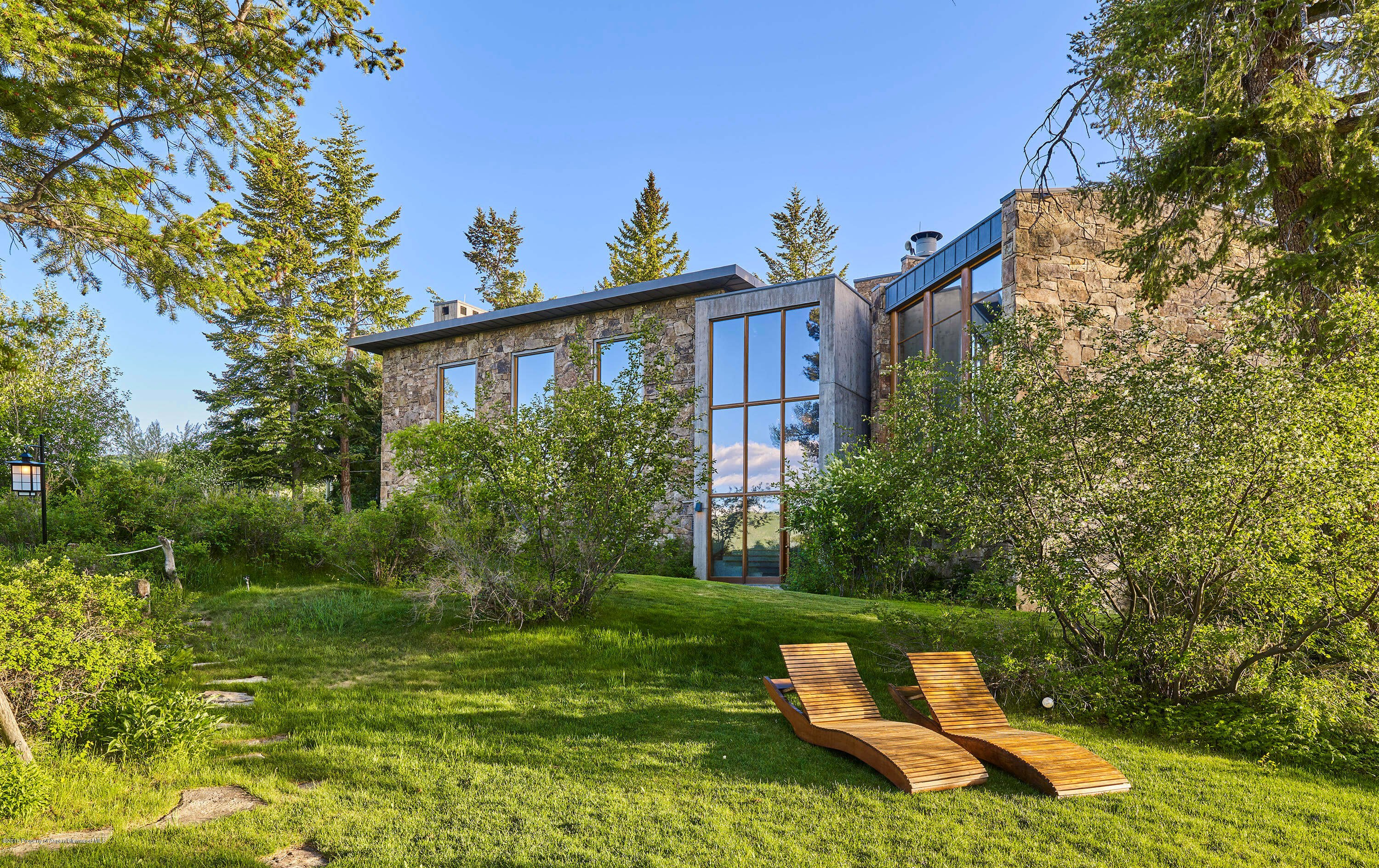Aspen CO Estate Auction at 350 Eagle Park Goes UC at $9.5M Plus 12% Buyers Premium w/$2M Furnishing Incl. Image