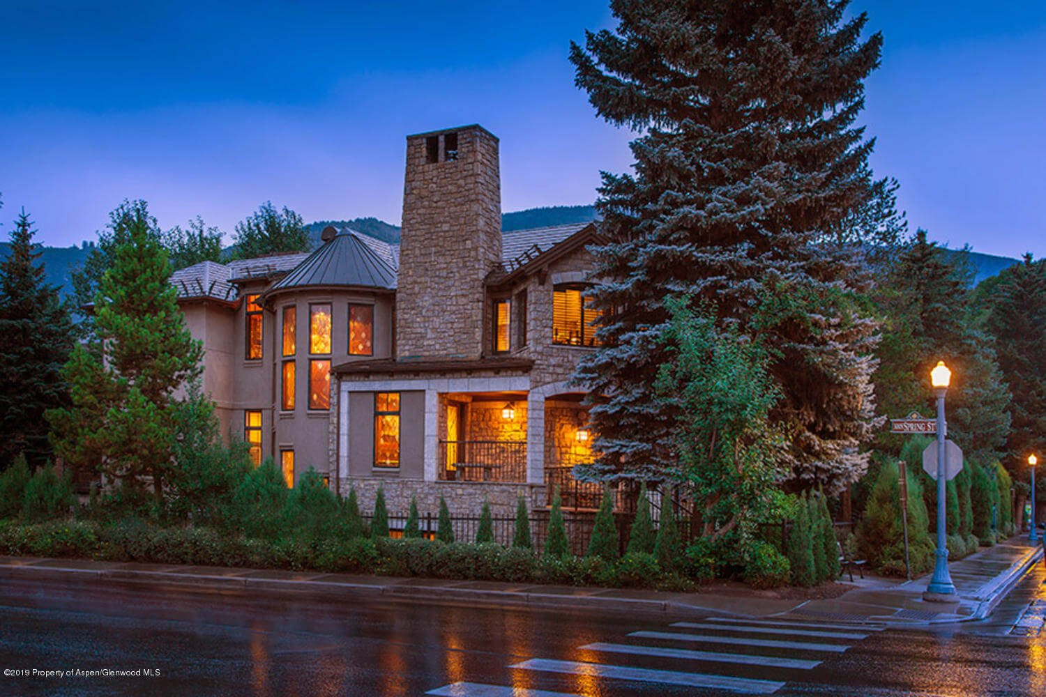 Downtown Aspen: Bell Mtn Townhome Sells for $10.2M/$2,344 SF Partially Furnished Image
