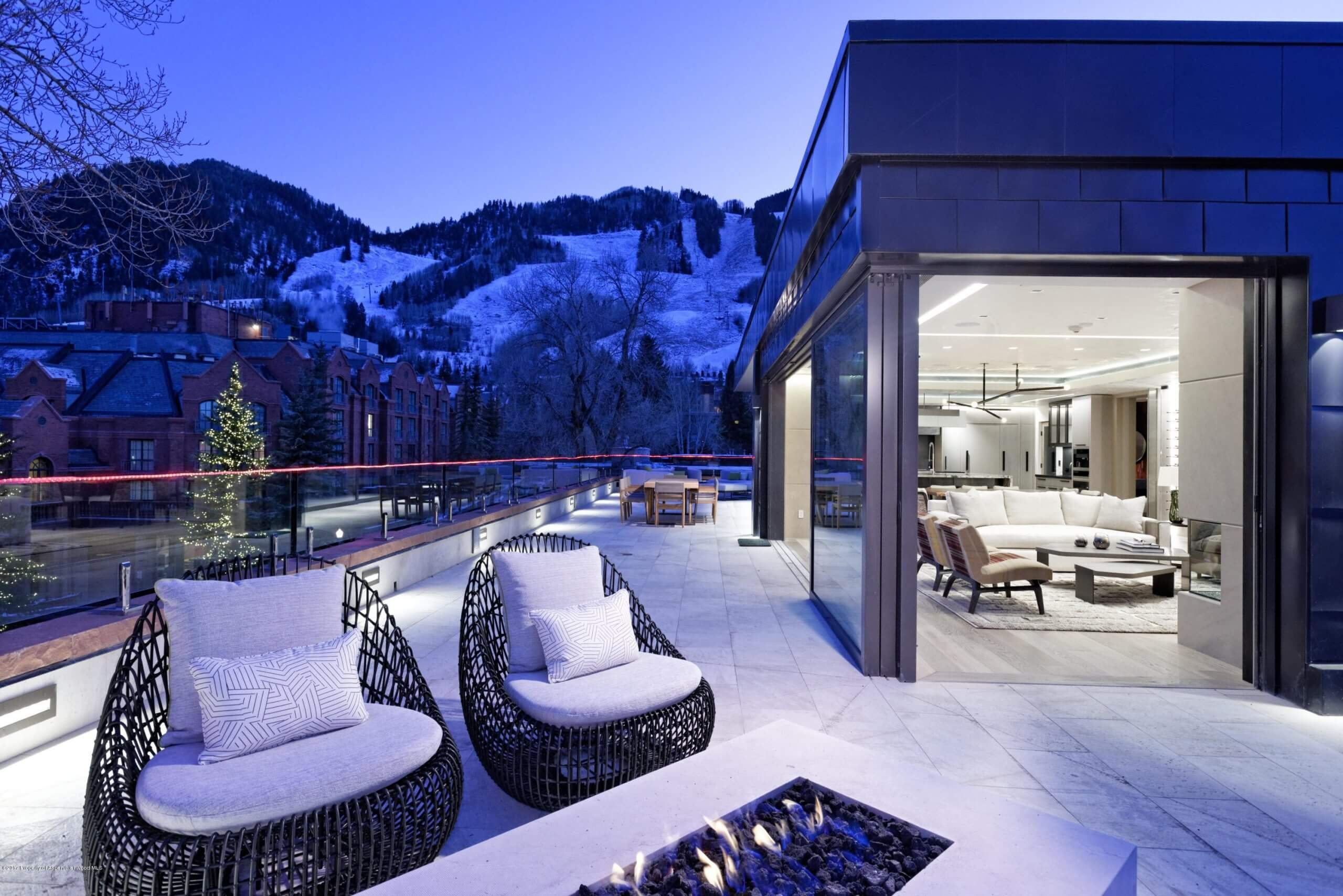 Dancing Bear Penthouse – Once Priced at $30M/$10,000 Sq Ft – Sells for $18.3M/$6,008 Sq Ft Furn Image