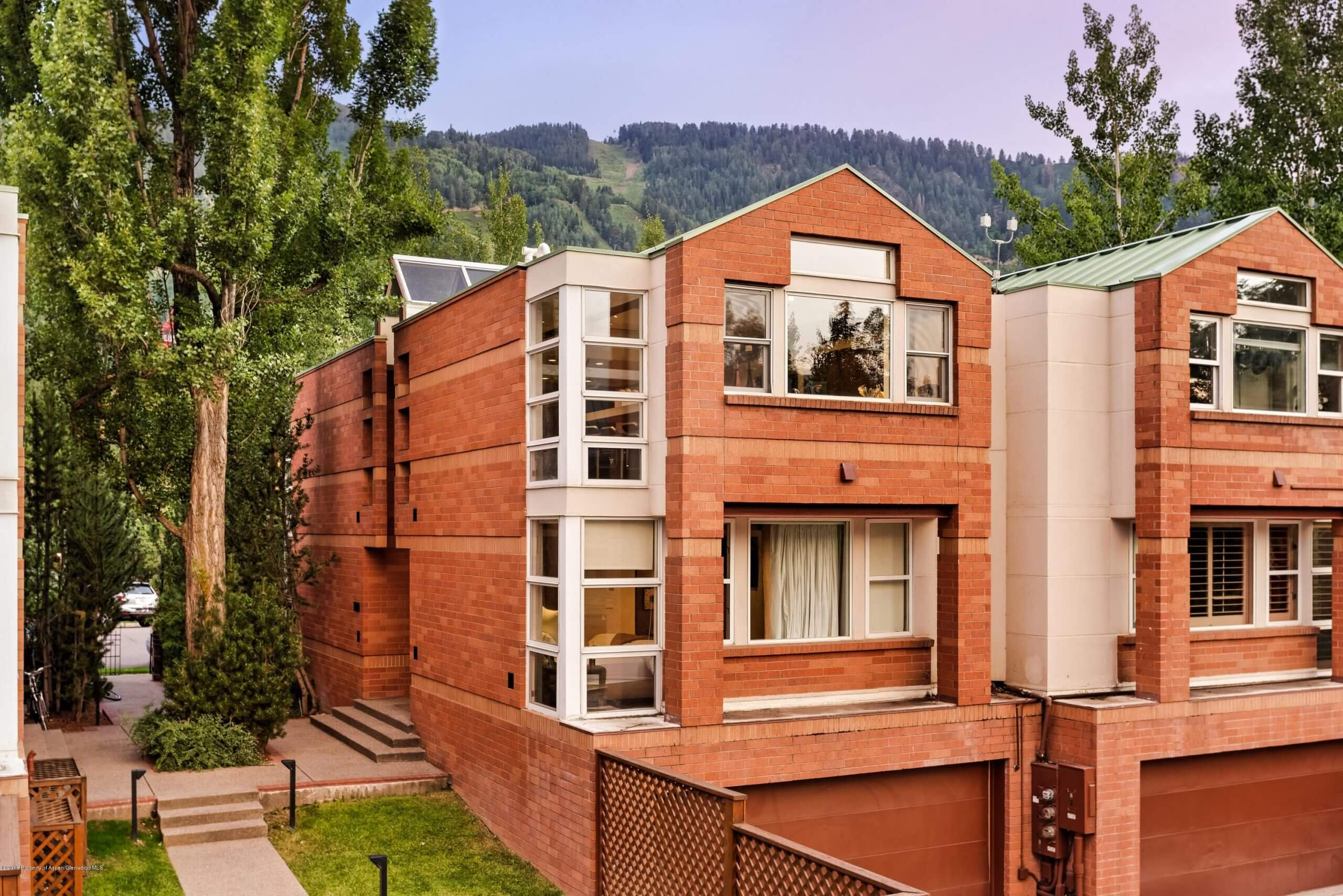706 E Hyman Townhome in Aspen Core Sells at $7.67M/$2,968 SF Furn Image