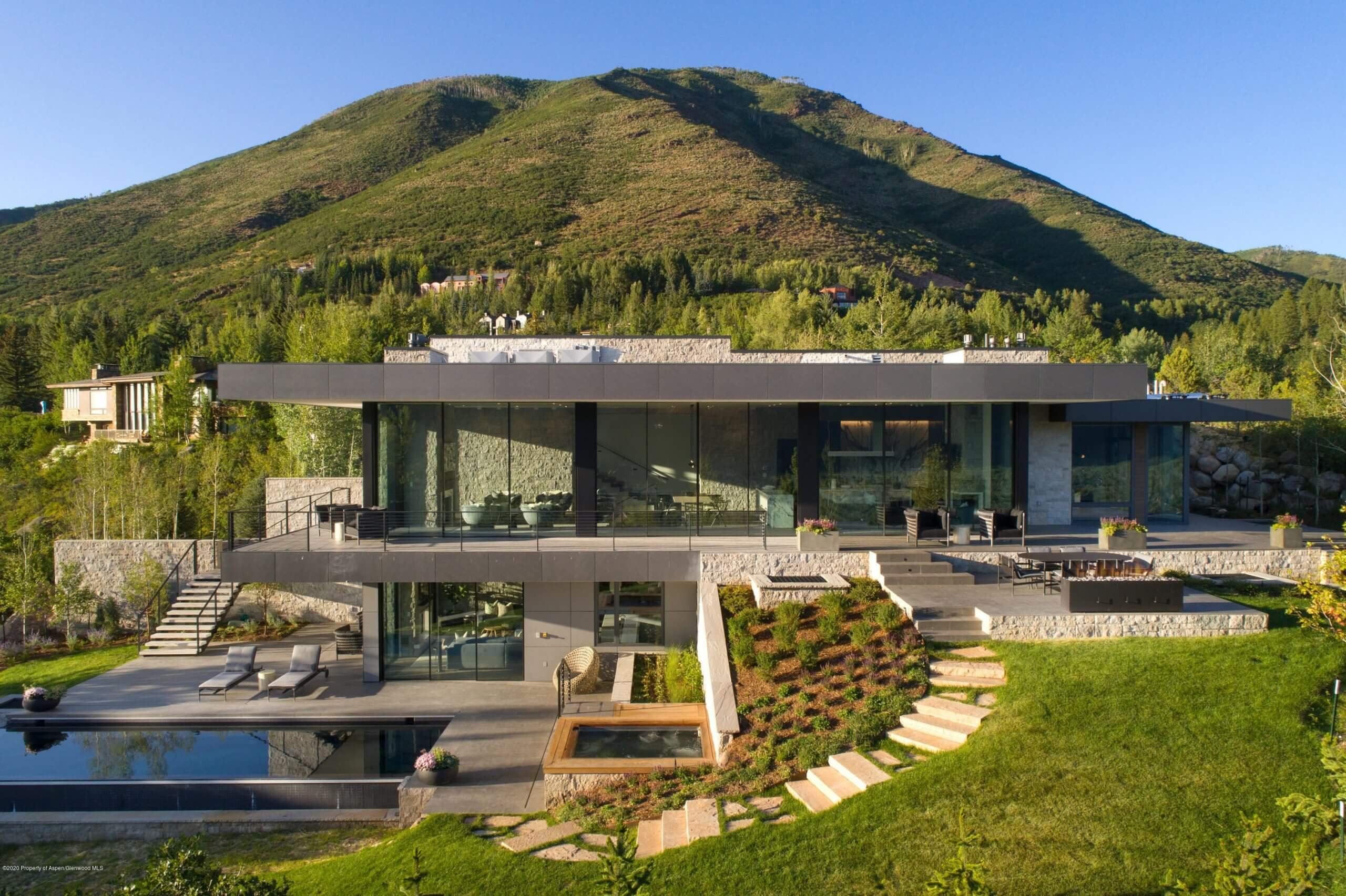 645 Hunter Cr Rd on Red Mountain Sells for $27.5M/$3,507 SF Furn. Image