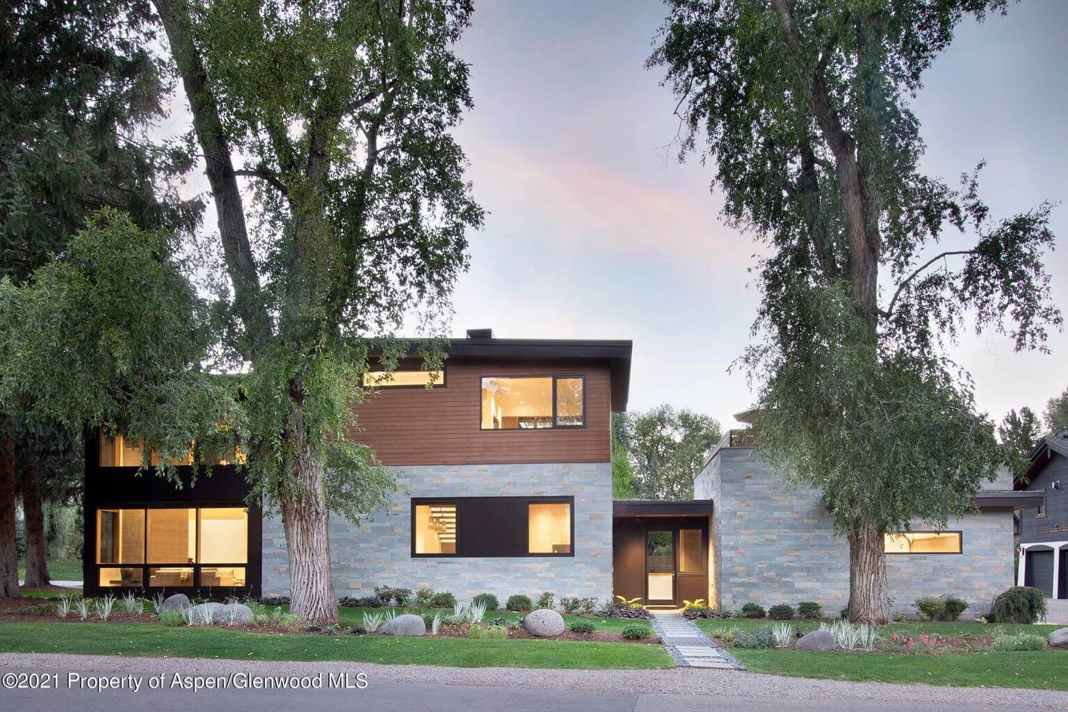 2017 Built 6-Bdrm Contemporary at 700 W Smuggler in Aspen's West End Sells at $17M/$3,113 SF Furn Image