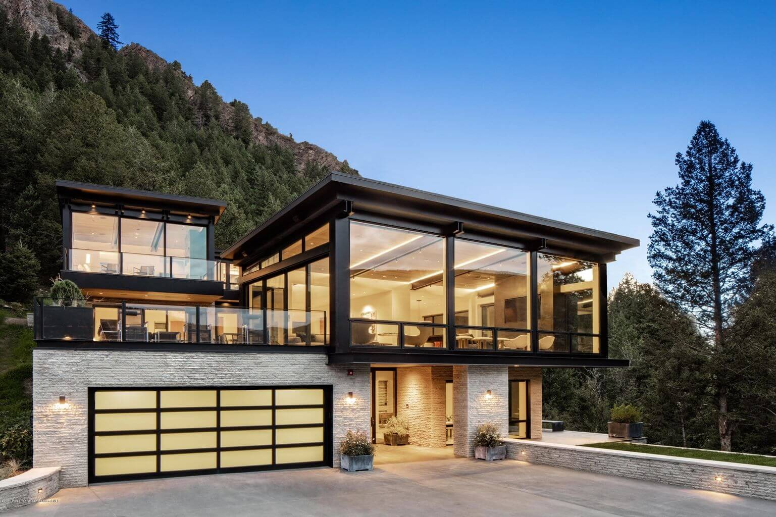 2019 Contemporary Home in Aspen Core at 28 Little Cloud Trail Sells $27.5M/$2,927 SF Furn Image