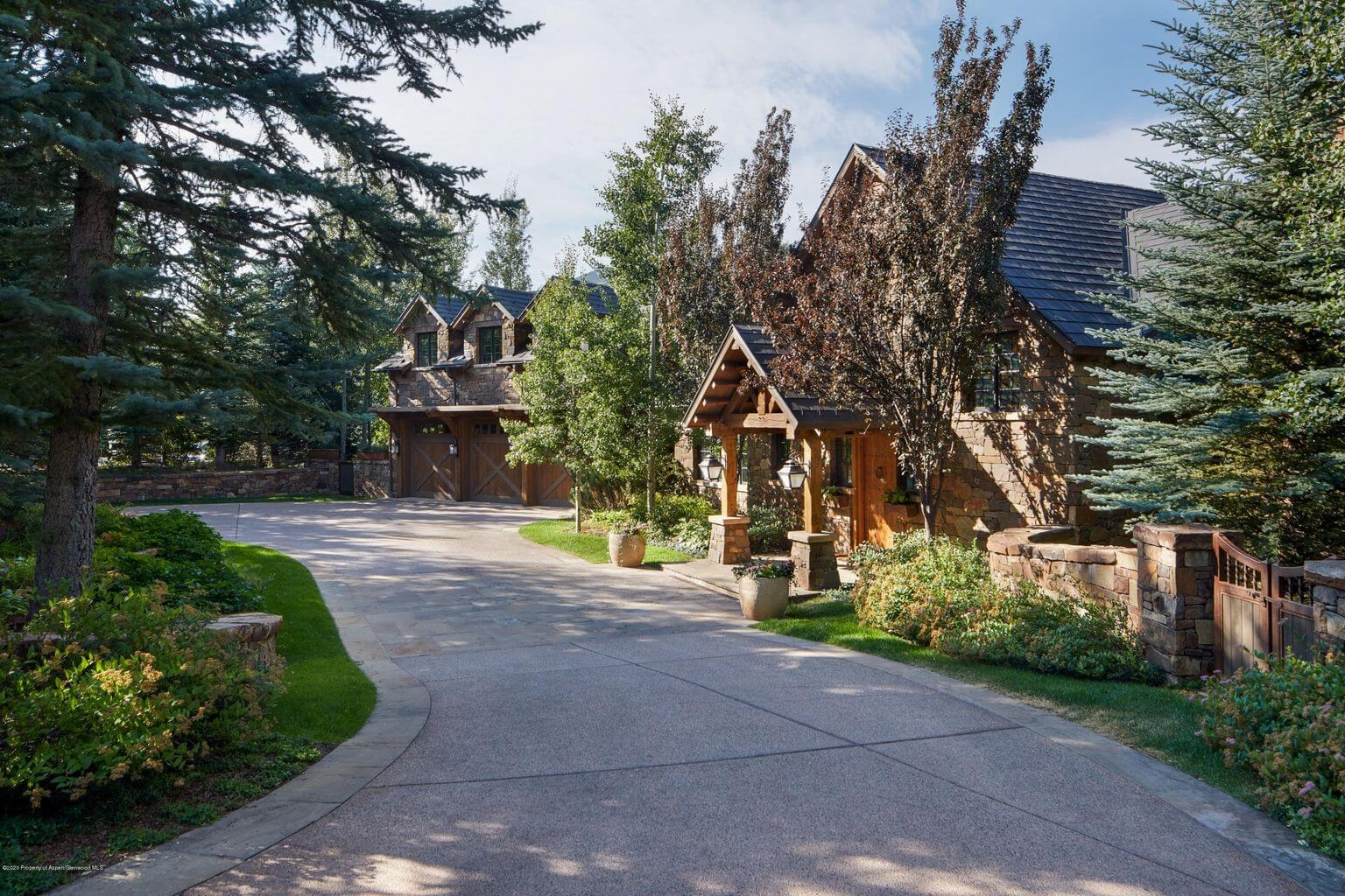 Quick Exit on Red Mountain: 288 Willoughby Way Sells 2X in Less Than 6 Mos for $31M/$2,916 SF Part Furn Image